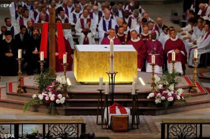 Меса в катедрі Пресвятої Діви Марії. Фото: REUTERS.