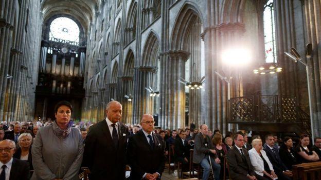 У богослужінні взяли участь понад 2 тис. людей. Фото: REUTERS.
