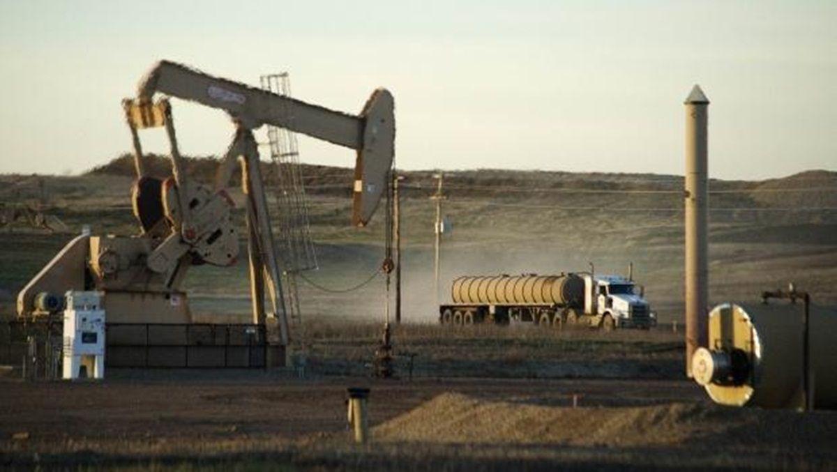 Нафта продовжує дешевшати після різкого падіння цін напередодні