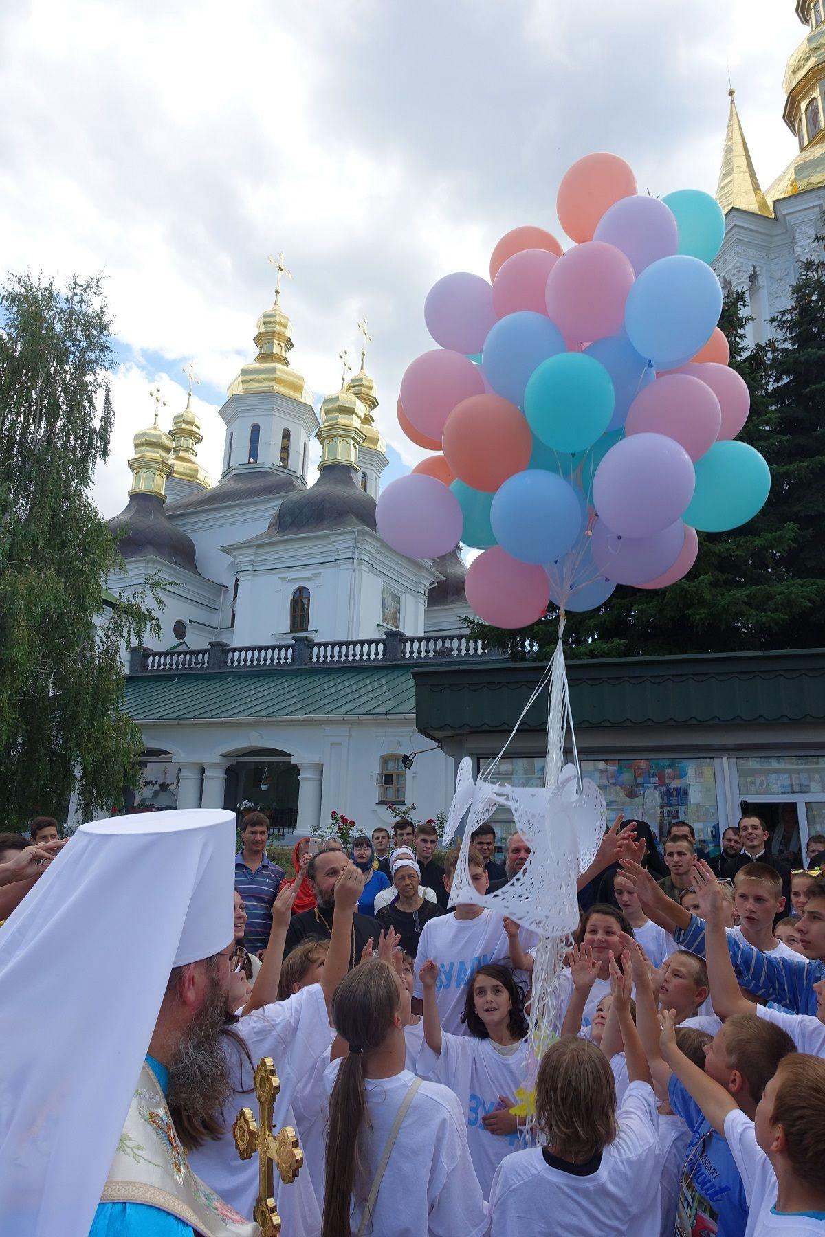 Молебен в Киево-Печерской лавре 4 августа, фото Центр информации УПЦ.