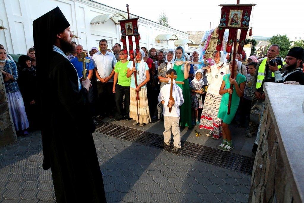 Паломників радо зустрічали насельники Почаївської гори. Фото: church.ua