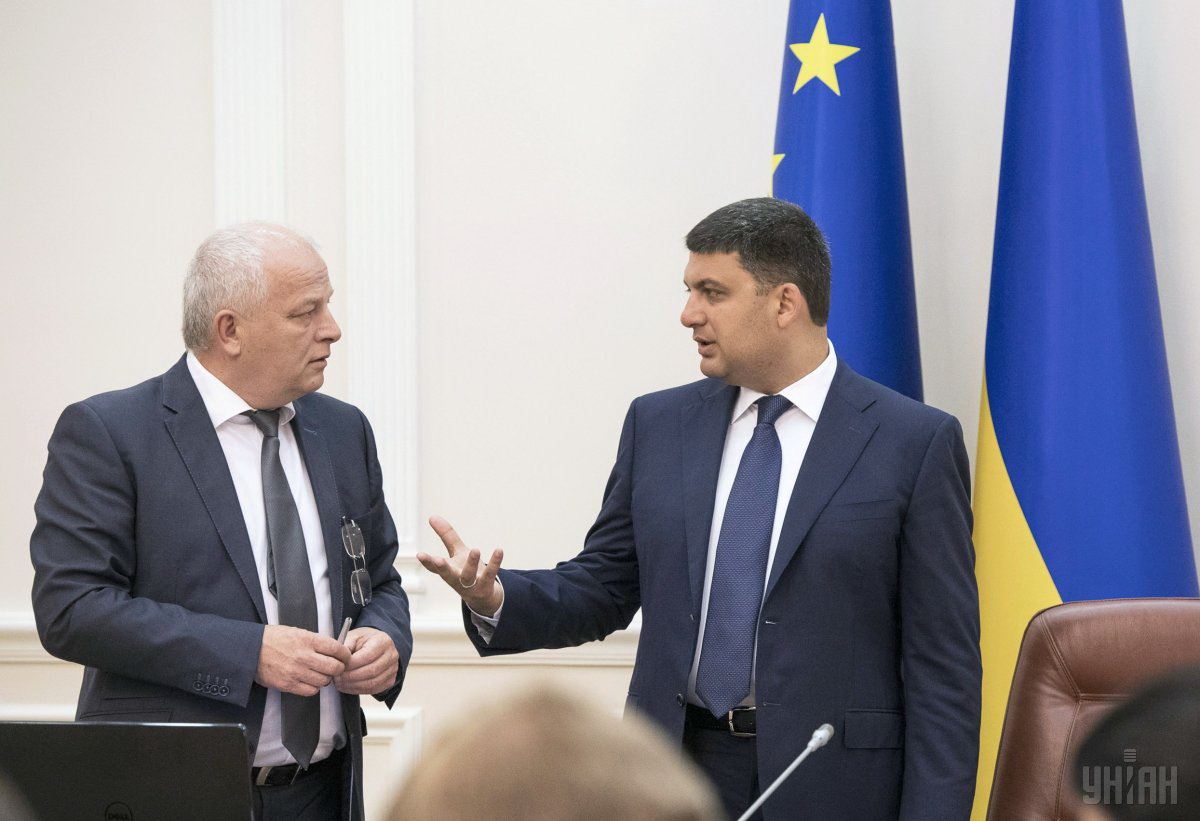 Kubiv and Groysman at a government meeting / Photo from UNIAN