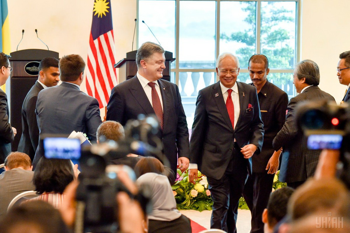 Malaysian Prime Minister Najib Tun Razak and President of Ukraine Petro Poroshenko during a meeting (Putrajaya, Malaysia) / Photo from UNIAN