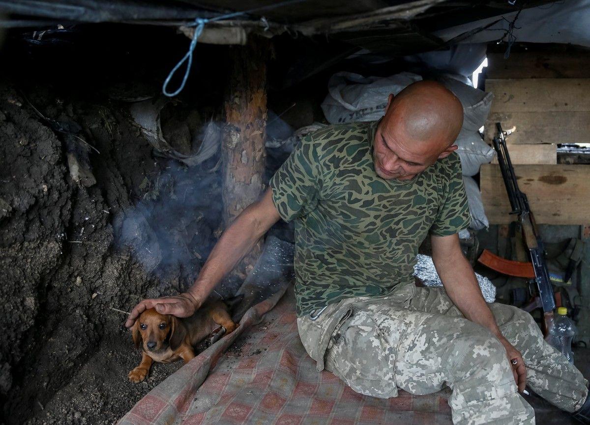 Українські військові в зоні АТО / REUTERS