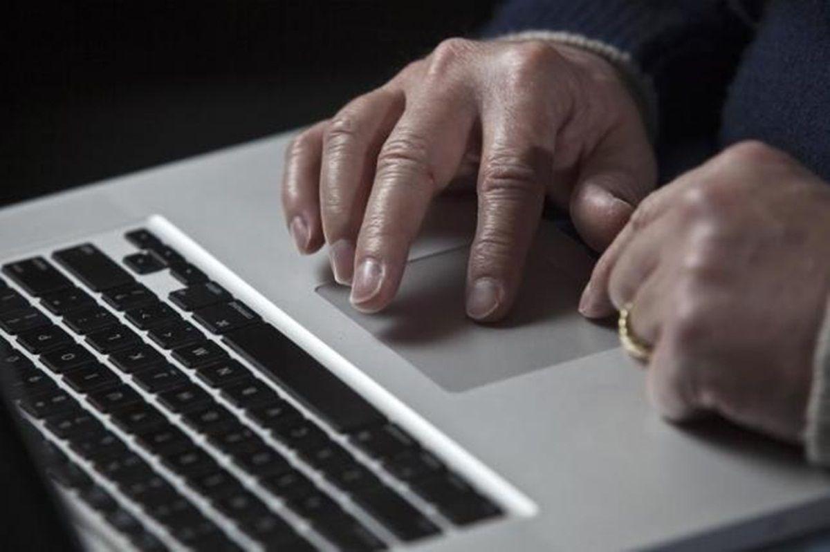 Мошенники пытаются завладеть информацией о клиентах / Иллюстрация REUTERS