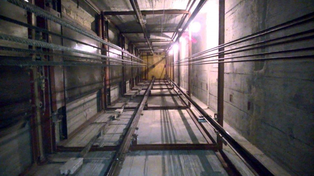 ВДнипре упал лифт сдевушкой внутри