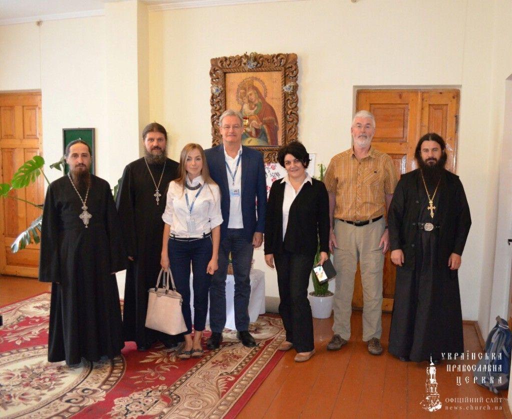 Клирики Тернопольской епархии и члены мониторинговой комиссии. Фото: church.ua
