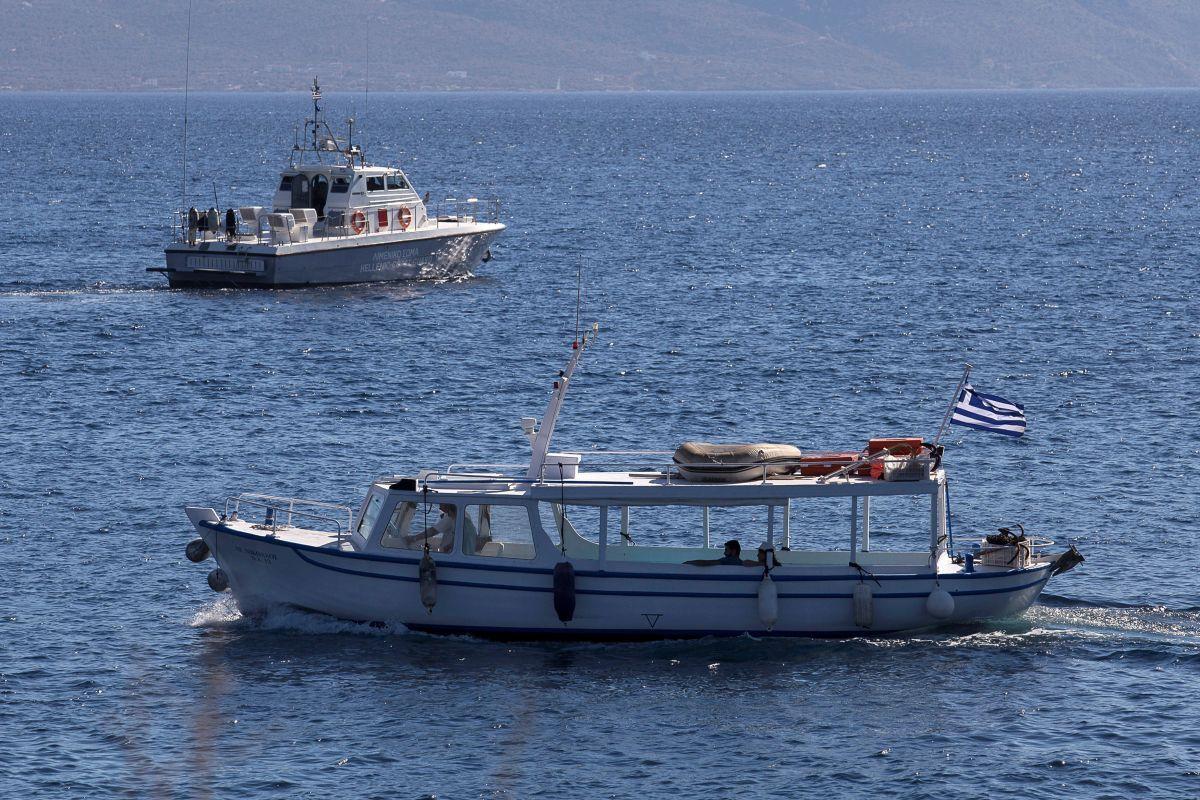 Судно под греческим флагом, иллюстрация / REUTERS