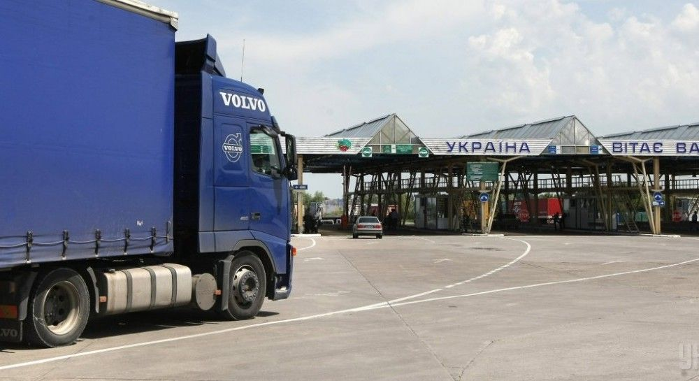 ukraine annually loses over eur 4 bln due to corruption at customs media unian