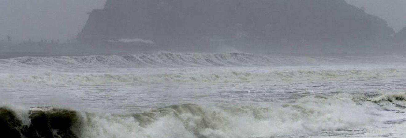"""В Китае объявили """"желтый"""" уровень предупреждения из-за приближения тайфуна """"Токагэ"""""""