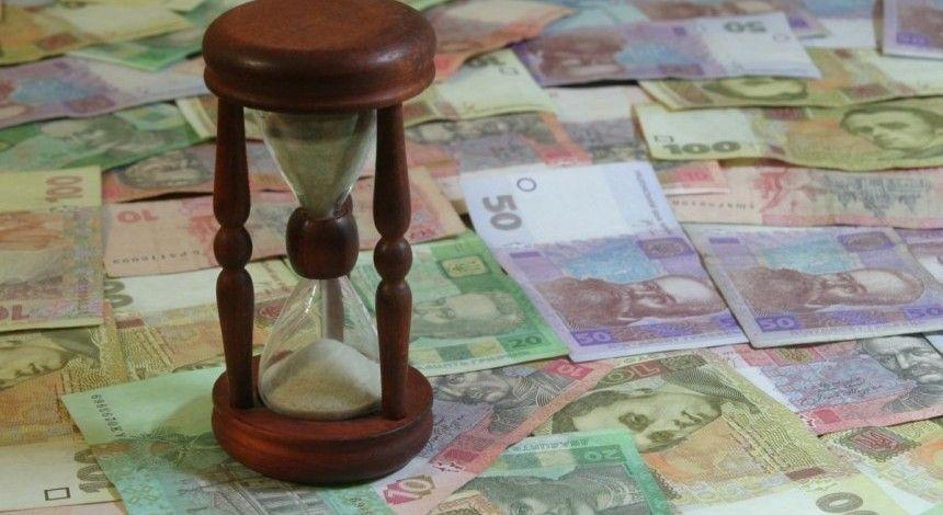 Що буде з доларом і євро після вихідних: Нацбанк опустив офіційну гривню