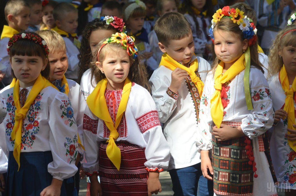 На Дніпропетровщині понад 2 тисячі поліцейських охоронятимуть спокій школярів під час останнього дзвоника
