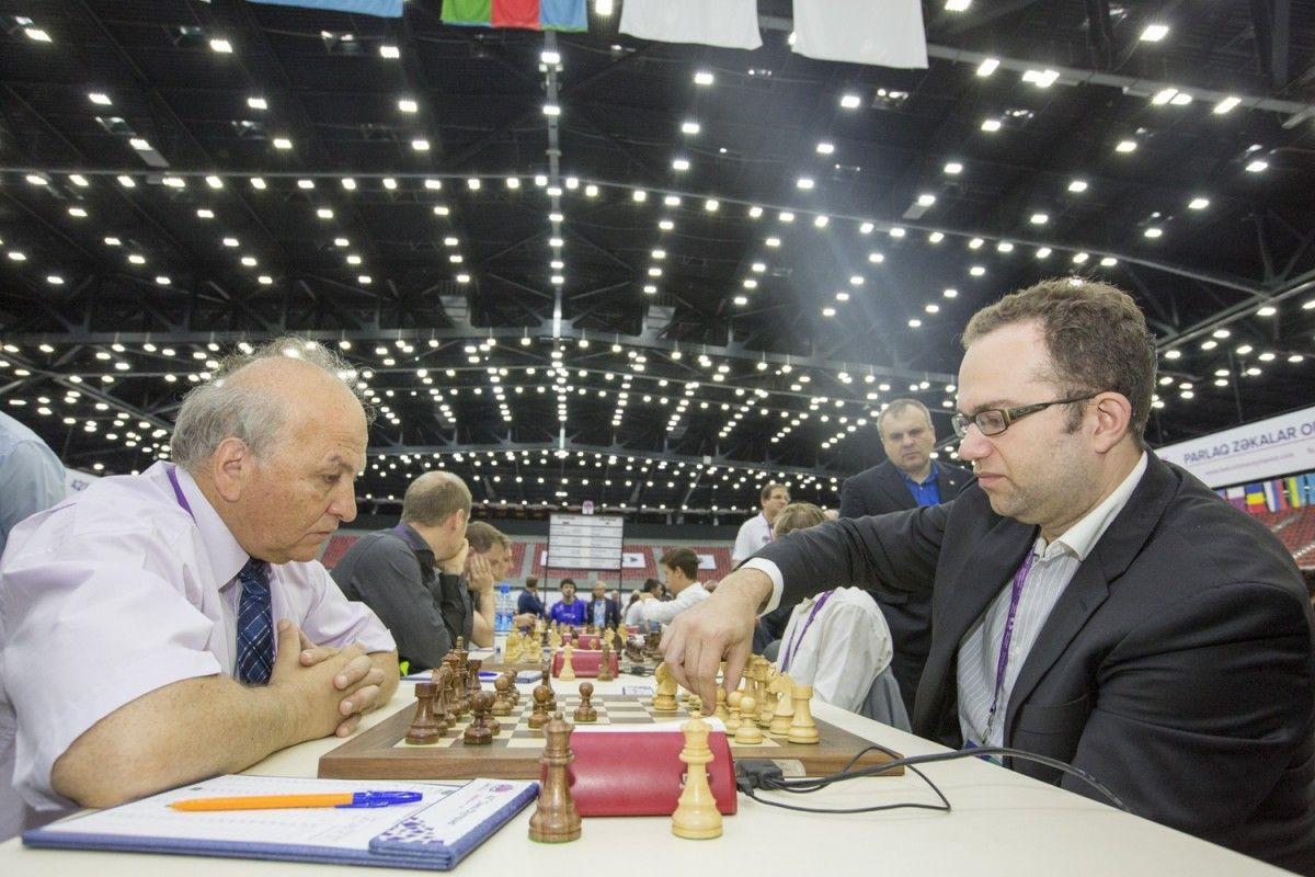 Павел Эльянов (справа) и его партнеры по команде сумели завоевать серебро Олимпиады в Баку / bakuchessolympiad.com