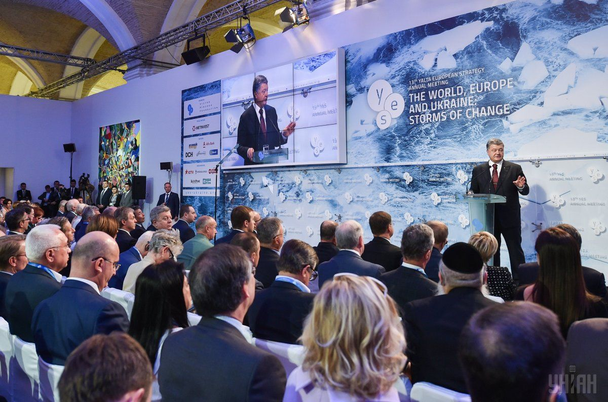 Poroshenko during a YES conference voiced Ukraine's position on Minsk agreements / Photo from UNIAN
