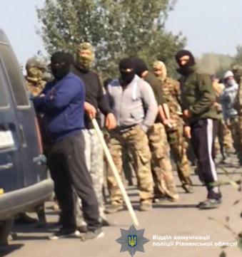 Бурштинокопачі напали на поліцейських / ГУ НП у Рівненській області