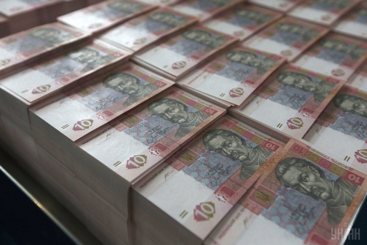 По сравнению с открытием торгов, гривня укрепилась к доллару на 1 копейку / фото УНИАН