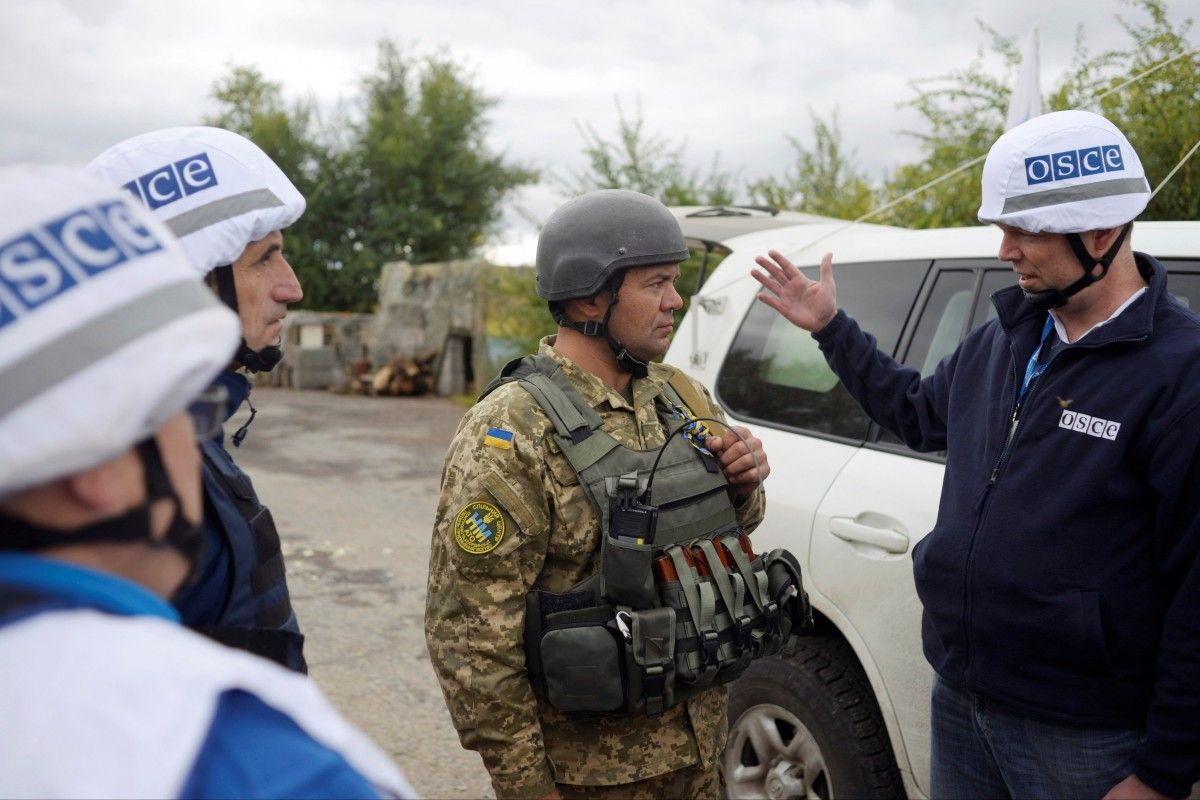 OSCE monitors are visiting Zolote, Luhansk region on Sept 26 / REUTERS