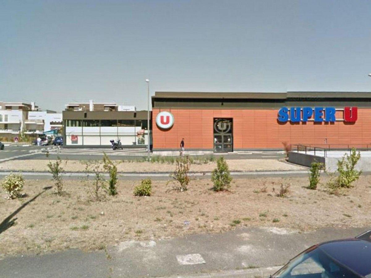 Мужчина открыл огонь у супермаркета / The Independent