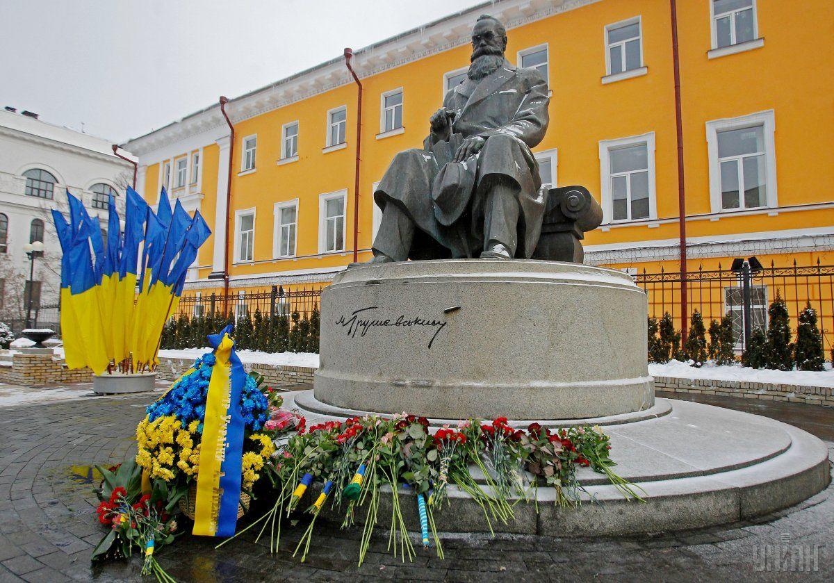 Пам'ятник Михайлу Грушевському в Києві / Фото УНІАН