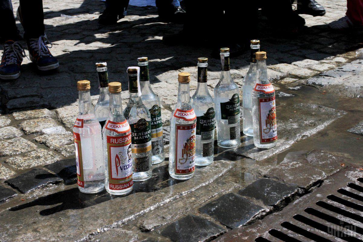 У Росії алкоголь продаватимуть за мобільнимдодатком / Ілюстрація УНІАН