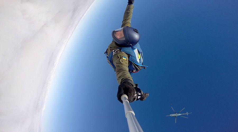 Первый прыжок с парашютом совершил француз / ngu.gov.ua