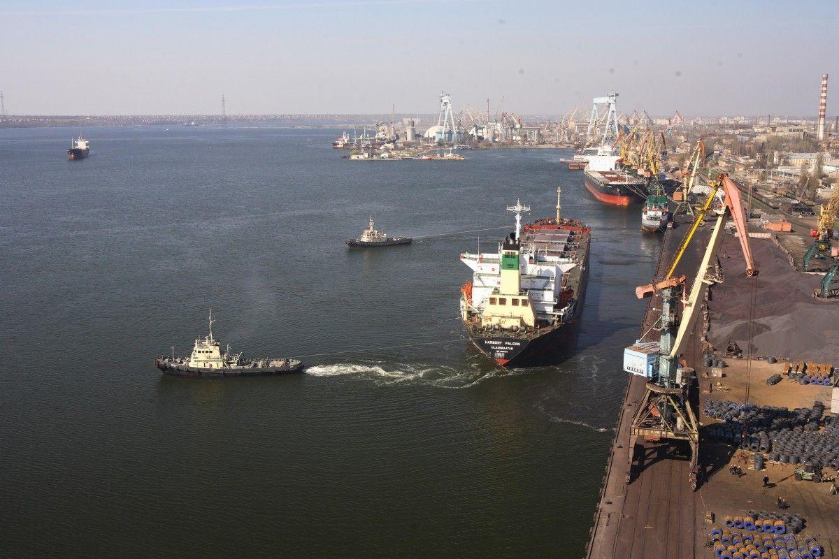 Николаевский порт. Фотоиллюстрация / portnikolaev.com