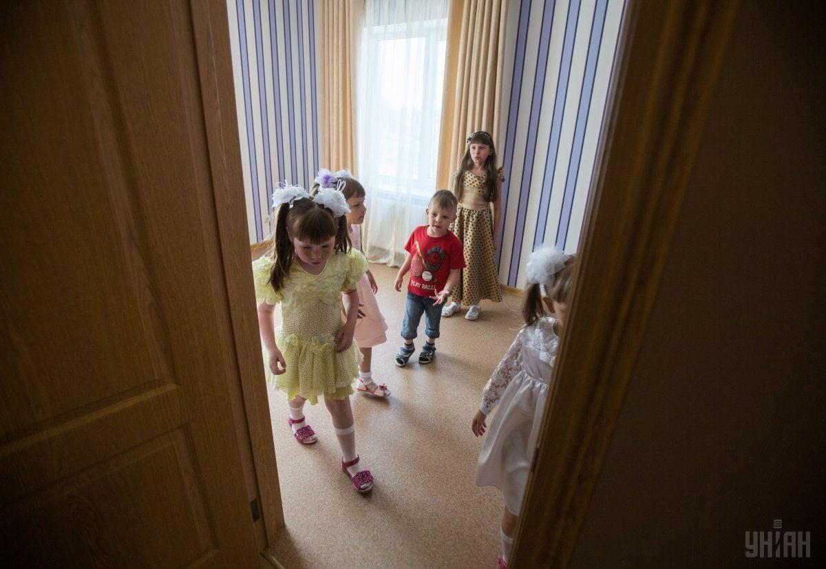 Главное разочарование людей, которые много лет работают с детьми в интернатах, – они ничего не поменяли / фото УНИАН