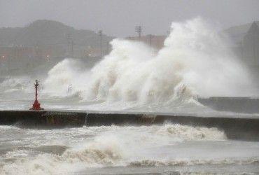 """Тропический шторм """"Данас"""" приближается к Тайваню"""
