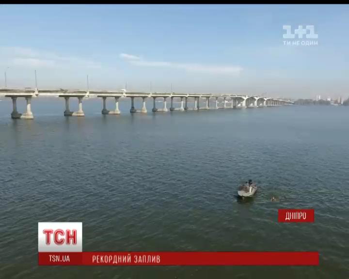 25-річний мешканець Дніпра переплив найширшу ділянку річки у місті /