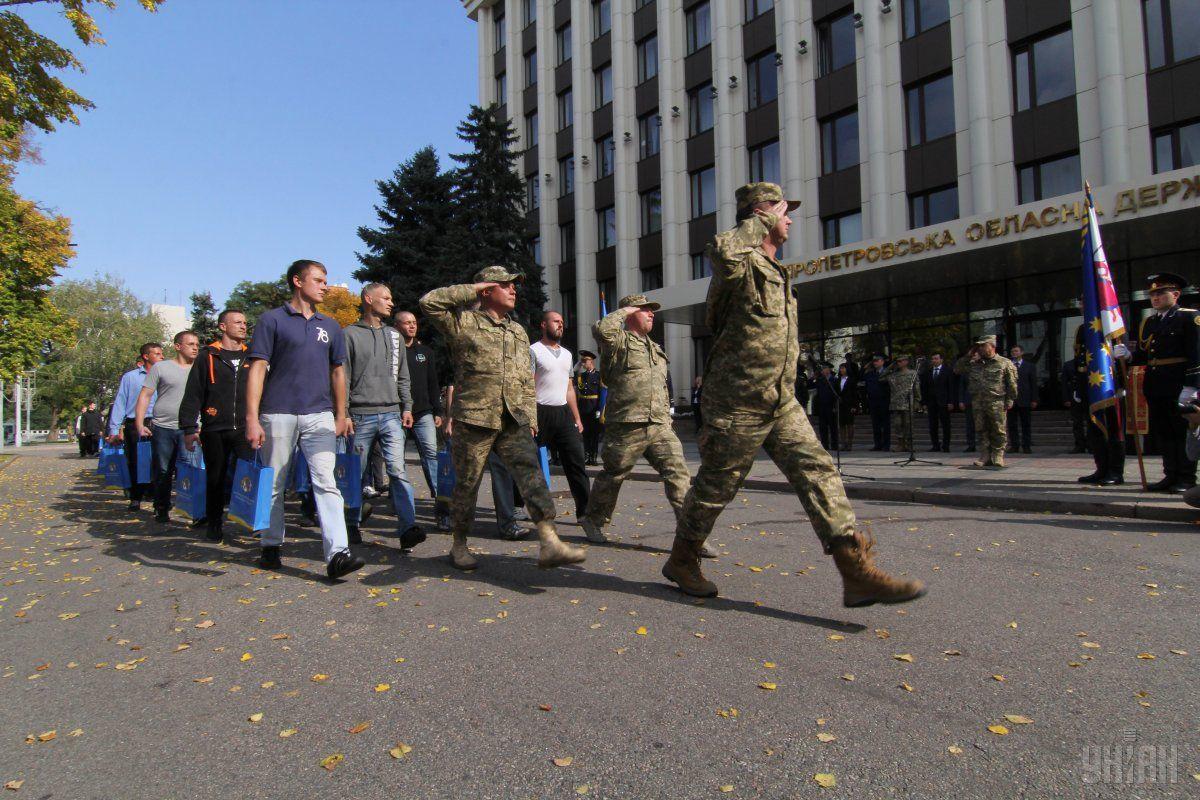 В рамках весеннего призыва в армию должны попасть более 14 тысяч украинцев / фото УНИАН