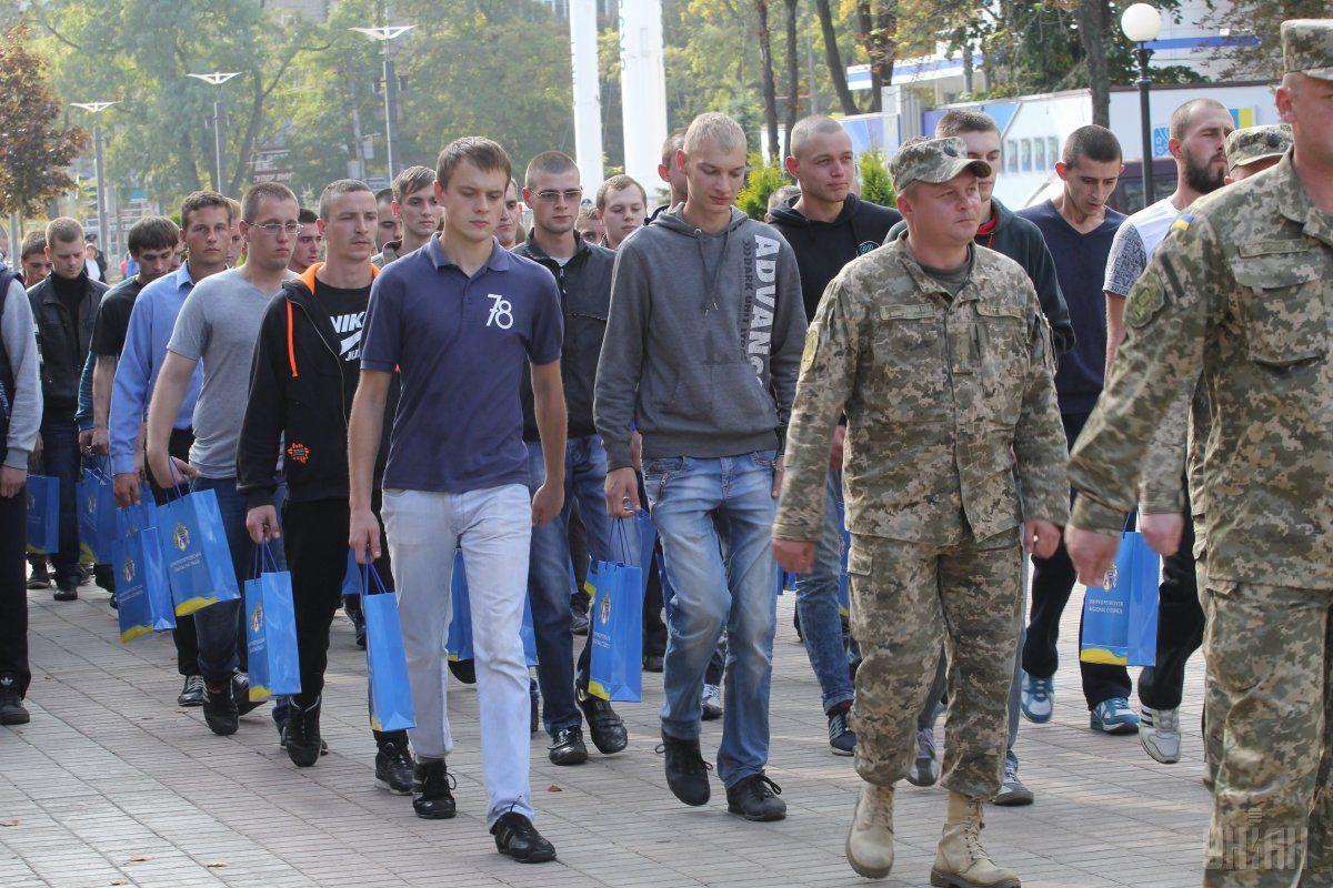 Отправка команд молодого пополнения в воинские части начнется с 8 октября / фото УНИАН