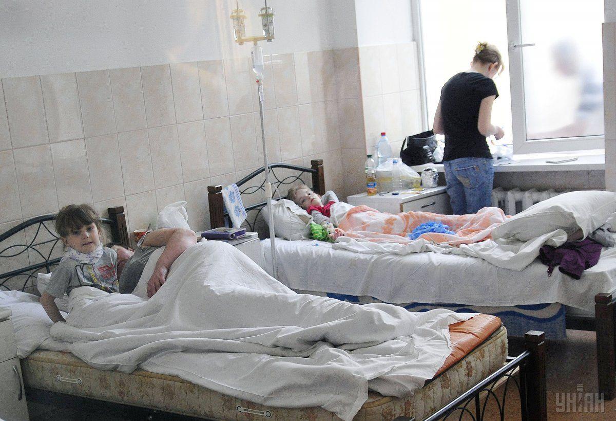 В результате отравления водой в Макеевке госпитализированы уже 87 человек, среди них четверо детей / фото УНИАН