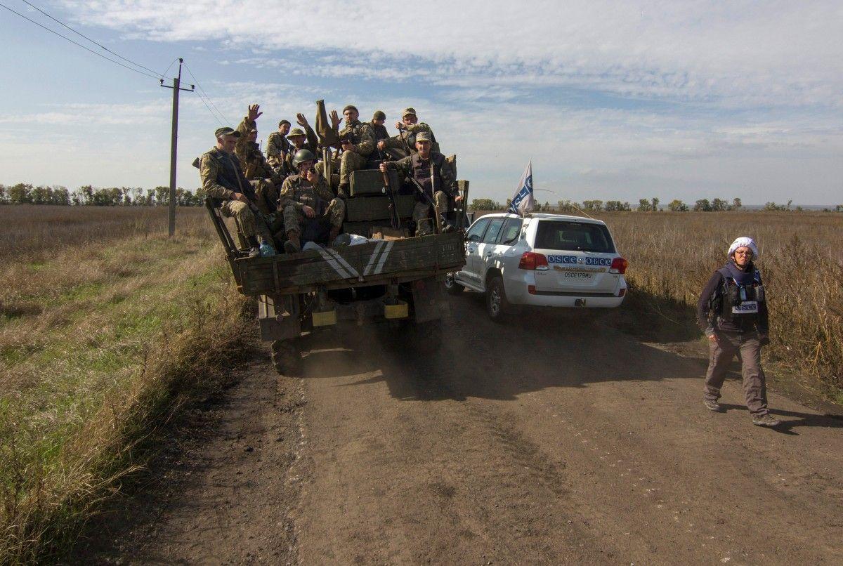 Розведення сил на Донбасі / REUTERS