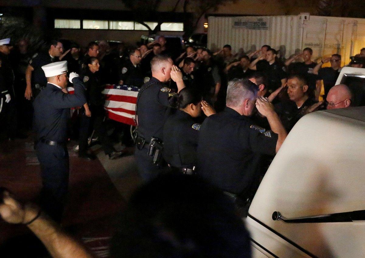 Церемония прощания с убитыми полицейскими / REUTERS