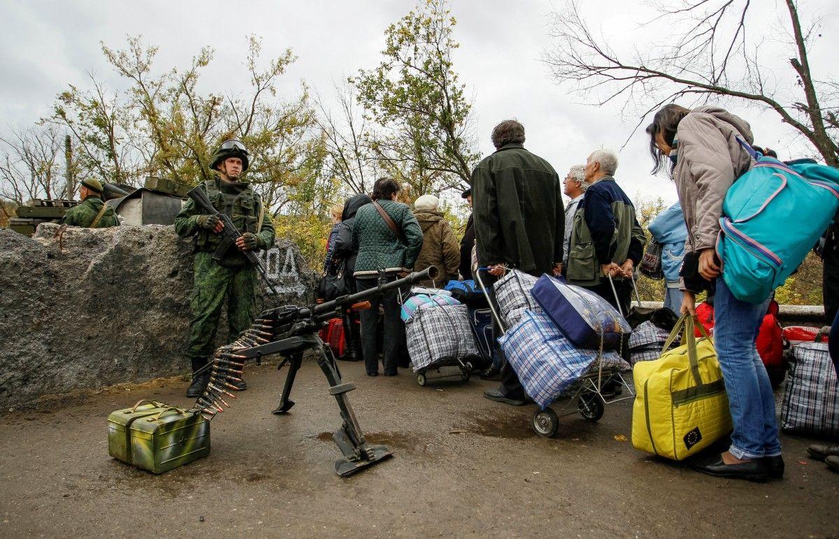 Штаб АТО: Боевики устроили провокацию против гражданских ублокпоста
