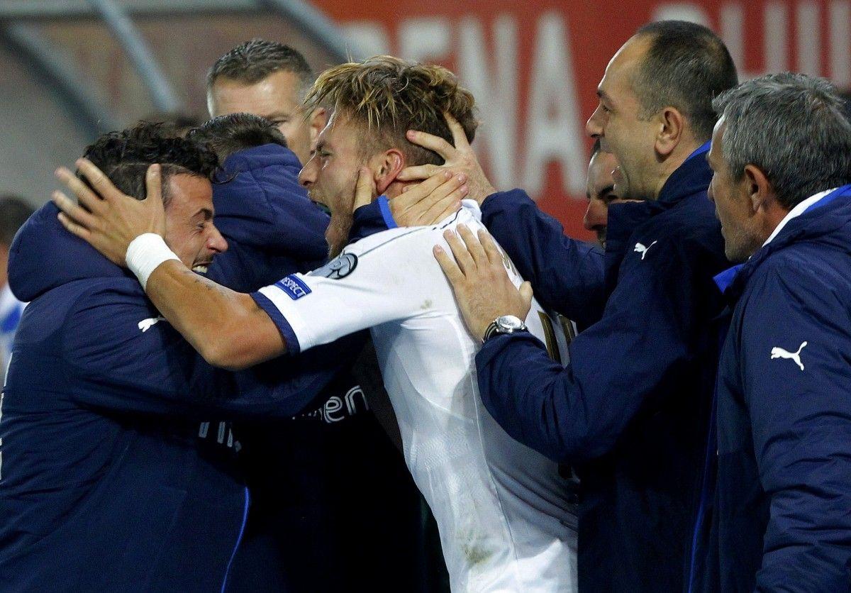 Чиро Иммобиле празднует победный гол в матче с Македонией / Reuters