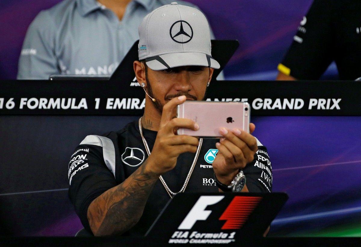 Льюис Хэмилтон на пресс-конференции перед Гран-при Японии / Reuters