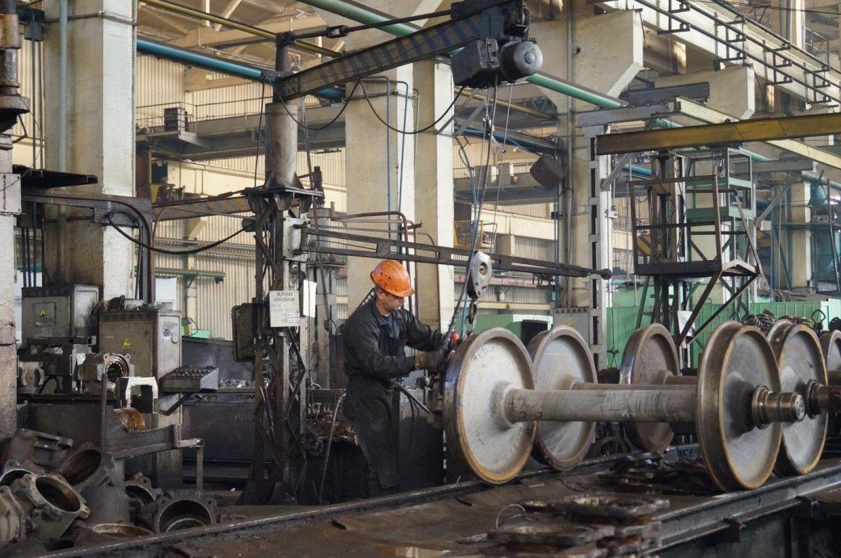 Крюковский вагонзавод увеличил выпуск грузовых вагонов / фото transport-journal.com