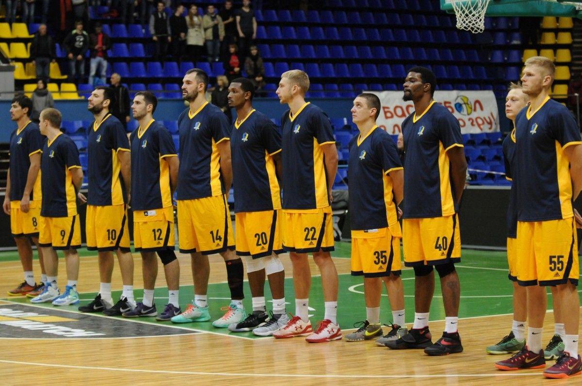 Баскетболистам предложили петь гимн Украины / БК