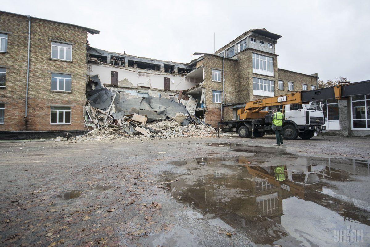 Зруйнована школа / УНІАН