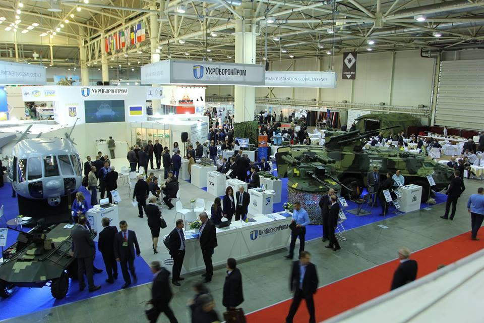 Сейчас оборонная промышленность развивается в формате двух государственных программ  / facebook.com/petroporoshenko