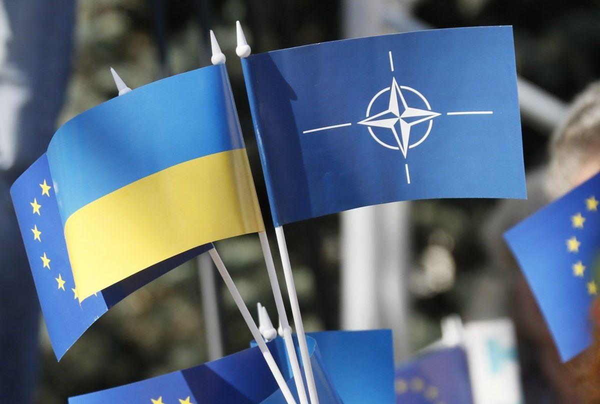 Майже половина українців проголосувала б за вступ до НАТО \ фото: УНІАН