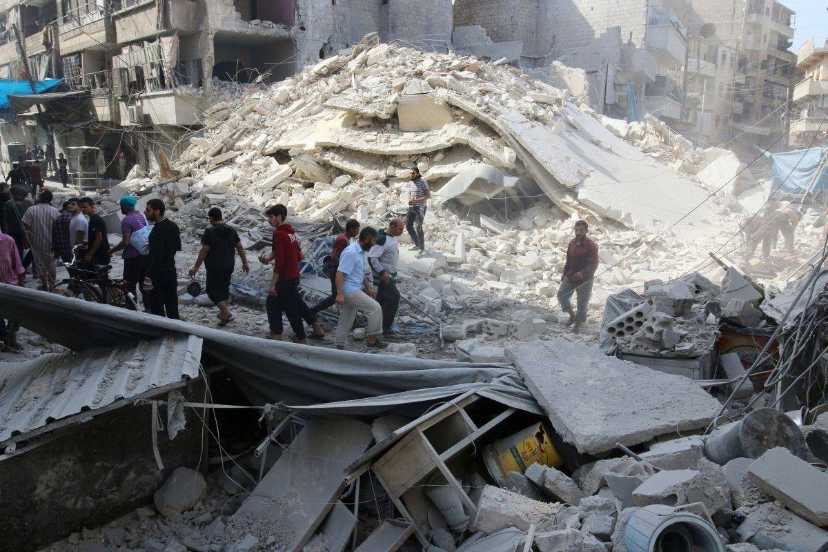 Последствия бомбардировки района Аль-Фардоус / REUTERS