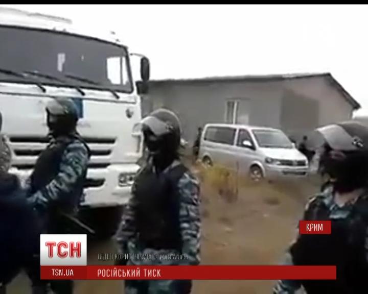 Російські силовики провели обшуки в оселях кримських татар / скріншот
