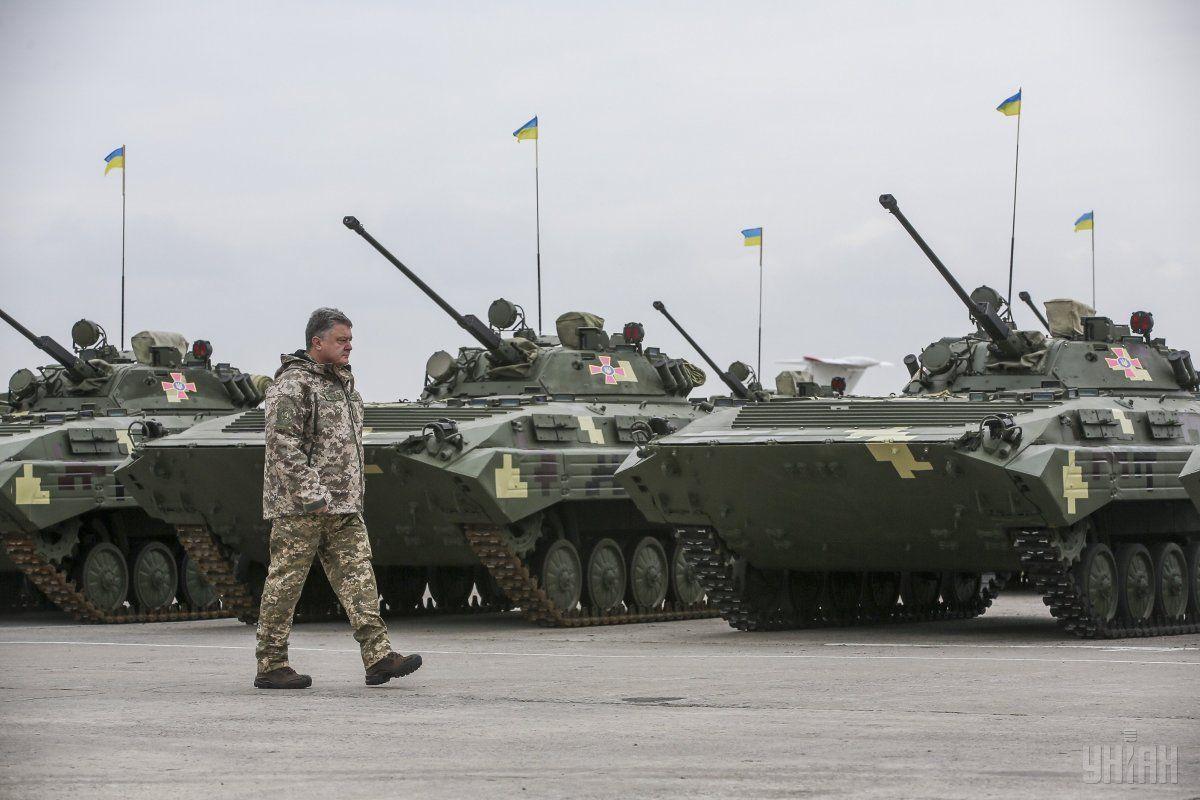 Порошенко зазначив, що країні потрібна сучасна, нова, потужна зброя/ УНІАН