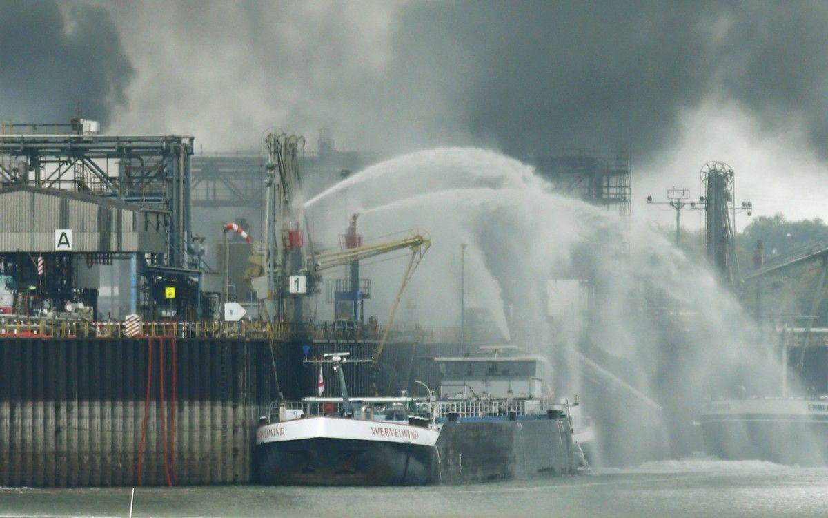 Взрыв на заводе BASF / REUTERS