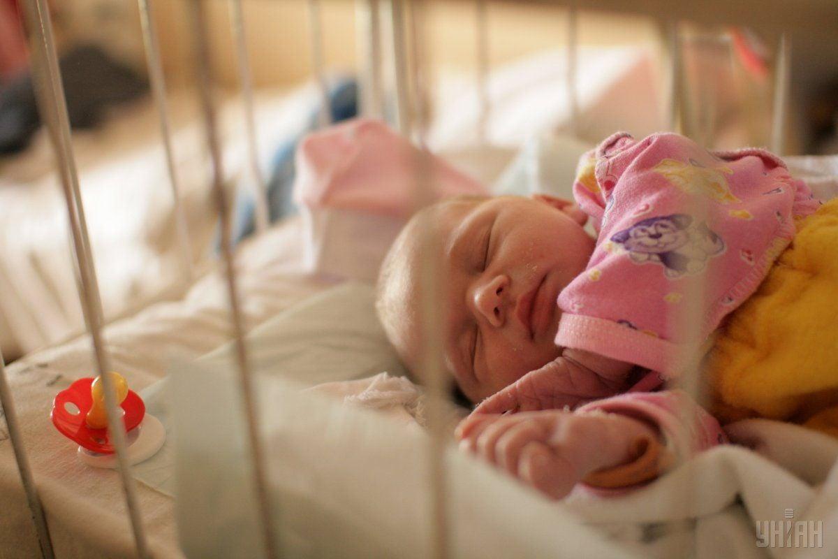 Вес ребенка составляет 3,4 кг, рост – 52 см / фото: УНИАН