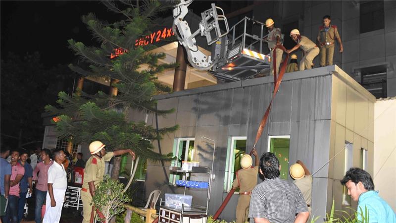 В больнице находились более 500 пациентов, многие из них пытались выбраться из горящего здания через окна / Фото aljazeera.com