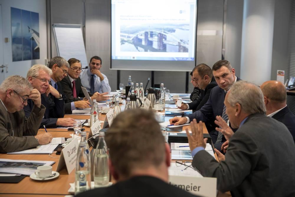 Переговори з німцями про добудову Подільсько-Воскресенського мосту дали перші результати / Фото facebook.com/merkieva