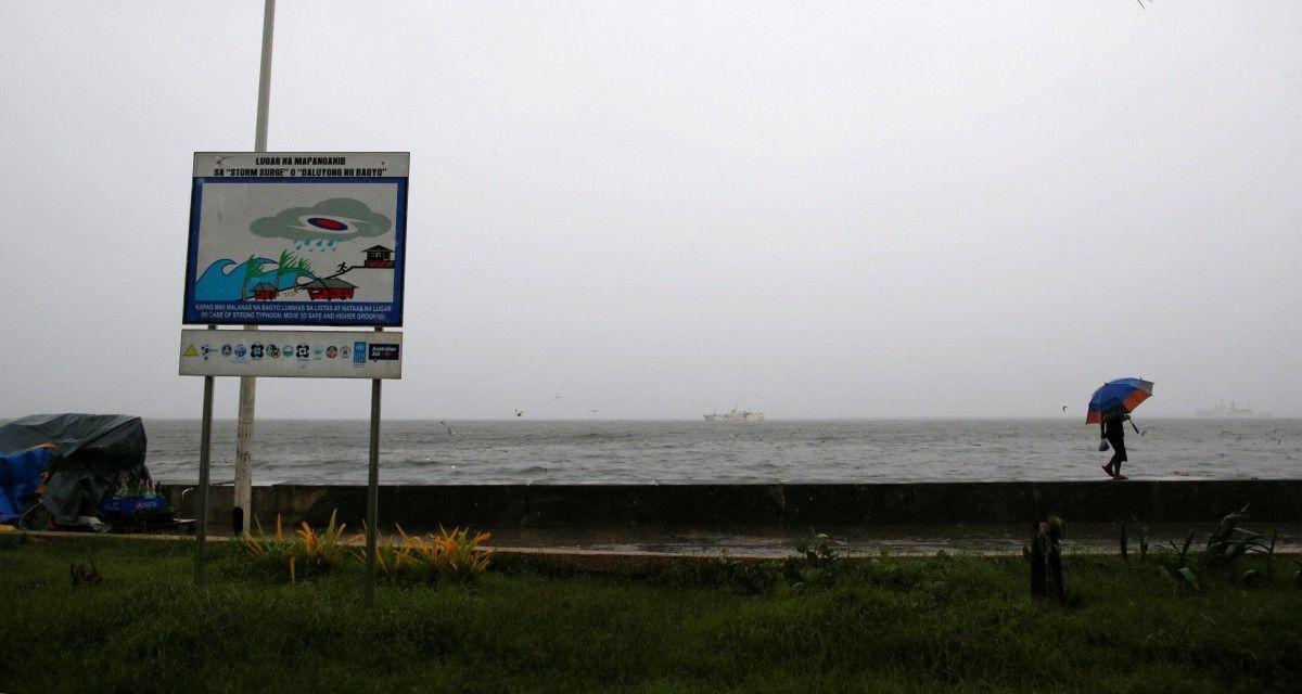 К Филиппинам приближается тайфун